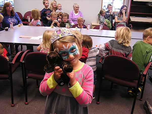 WE FINISHED OFF THE SUMMER READING PROGRAM WITH PRIZES GIFTS AND TREATS